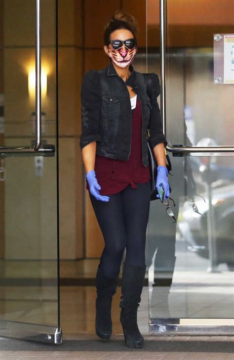 Kate Beckinsale in a Funny Tiger Print Protective Mask Was ...