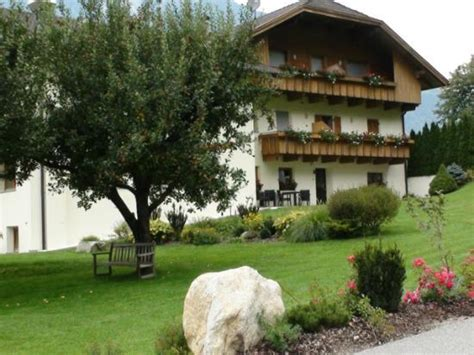 caminata co tures pensione prennhof co tures italy guesthouse