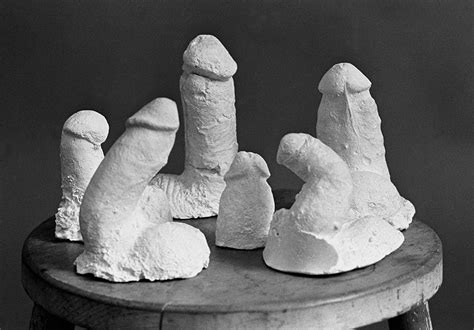 BW_GR048 : Plaster Casters work - Iconic Images