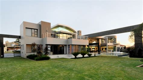 world  architecture huge modern home  hollywood style  nico van der meulen architects