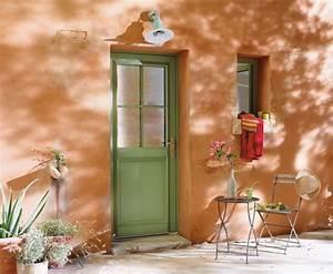 une porte d39entree bois fermiere a l39esthetique With porte d entrée fermière
