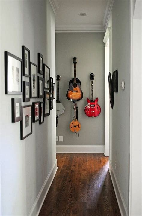 couloir etroit de nombreuses  des guitares sur le