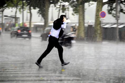stand   run   avoid  wet   rain