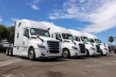 freightliner cascadia  sleeper semi truck  sale