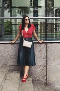 Outfit Sommer 2017 : sommer outfit mit wickelkleid plisseerock und roten sandalen kleidermaedchen fashion beauty ~ Frokenaadalensverden.com Haus und Dekorationen