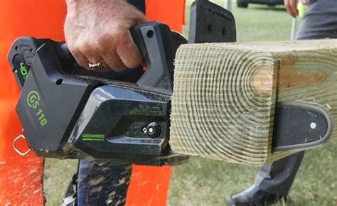 greenworks gs  chainsaw   cordless top