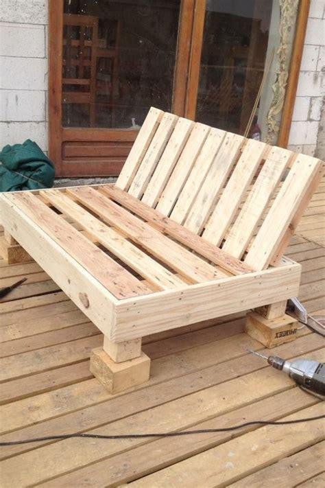 atelier bricolage fabriquer un fauteuil avec une palette