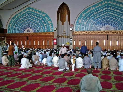 muslims   christians remain   mosque