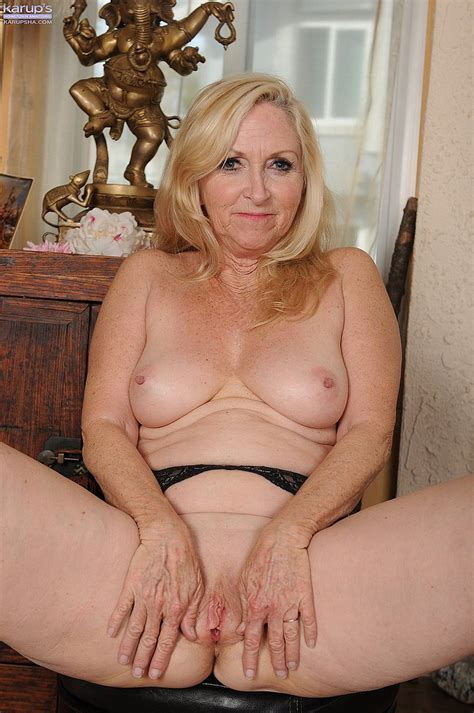 Milf Annabelle Brady Undress And Flick Her Pussyli
