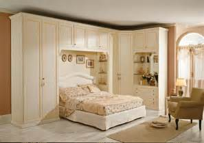 armadi camera da letto classici: armadi angolari ad ante ... - Armadio Per Camera Da Letto