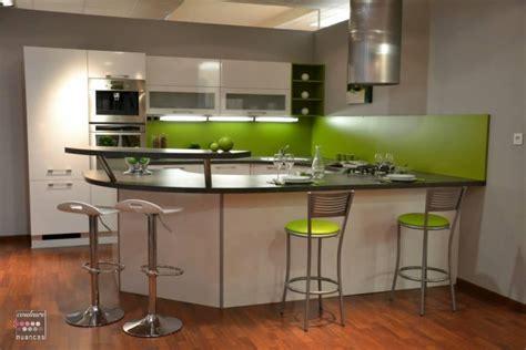 cuisine blanche et verte ophrey com modele cuisine vert pomme prélèvement d