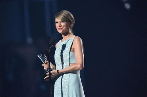 Taylor Swift's new album literally crashed iTunes