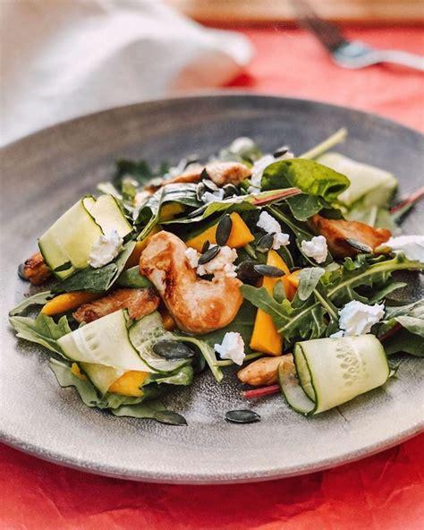 Salāti ar vistas gaļu un mango augli - INSTA receptes ...