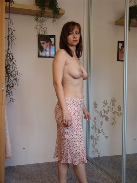 Nudeamateurphotoshotbrunettewifelikenakedposing In Gallery Hot Brunette Wife Like