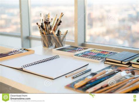 bureau d ordre et d emploi lieu de travail de peintre dans la vue de côté d 39 ordre