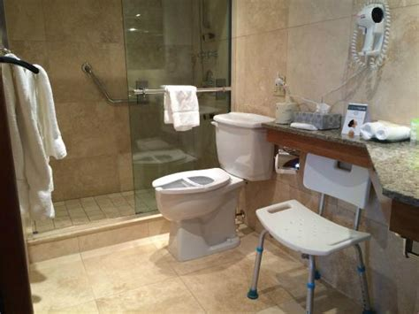 location chaise roulante vue sur la 117 picture of hotel spa chateau sainte adele