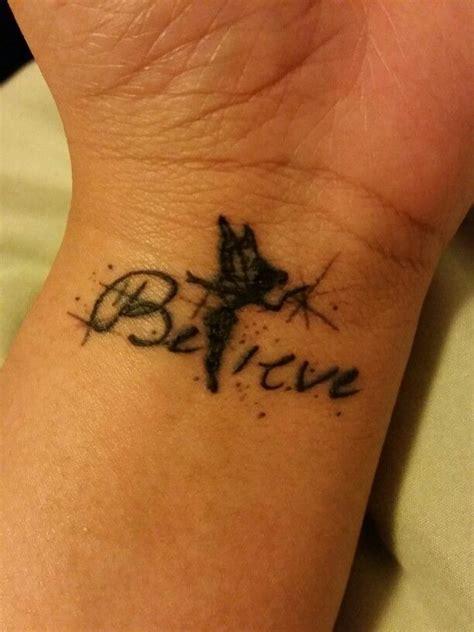 bureau f馥 clochette tatouage poignet stunning banksy tatouage poignet with tatouage poignet simple le tatouage symbolique with tatouage poignet