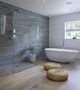 idee decoration salle de bain une grande salle de bains With salle de bain design avec adhésif de décoration