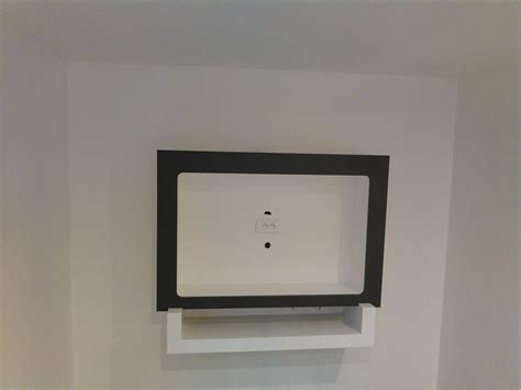 comment accrocher un meuble de cuisine au mur fixation tv mur placo with fixation tv mur placo