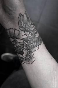 Prix Tatouage Exemple : exemple tatouage poignet femme fleurs de pivoine lotus ~ Melissatoandfro.com Idées de Décoration