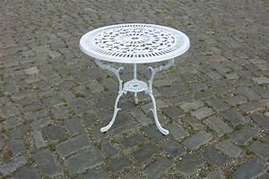Tisch Rund Weiß : gartentisch gartenm bel alu metall alutisch lugano 70cm rund wei wetterfest ebay ~ Markanthonyermac.com Haus und Dekorationen