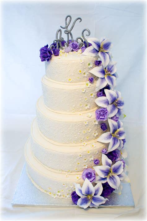 wedding cake  purple flowers wedding cake purple