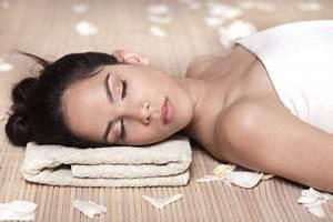 Alternative sleep remedies organic spa magazine for Is it healthy to sleep on the floor