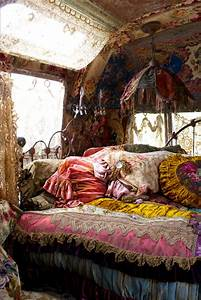best jewelry: Dreamy Bohemian Bedrooms: How To Get The Look