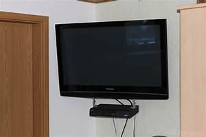 Fernseher An Der Wand : tv wandhalterung kabel verstecken interessante ideen f r die gestaltung eines ~ Sanjose-hotels-ca.com Haus und Dekorationen