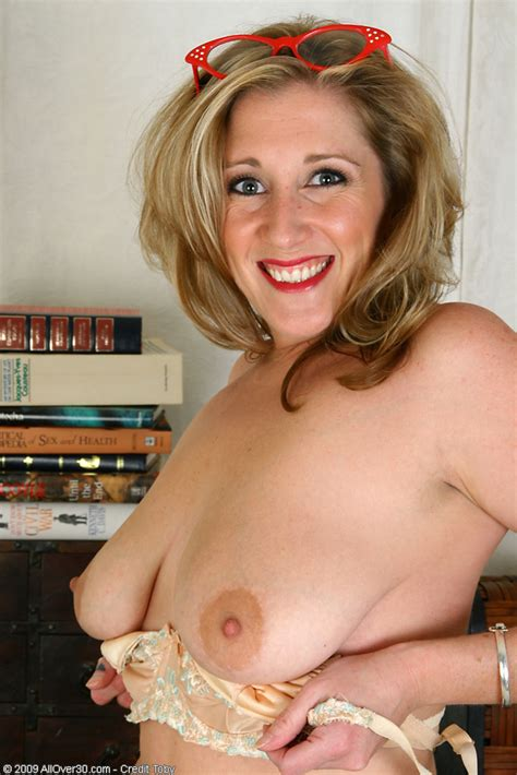 naturally busty sunshine plays with her boobs at the office pichunter