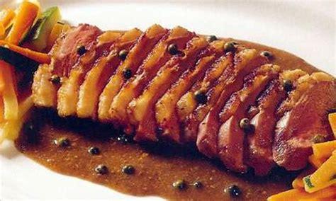 comment cuisiner aiguillettes canard comment cuisiner des aiguillettes de canard recettes aiguillette de canard par l atelier des