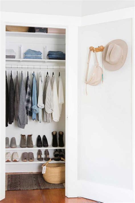 Closet Minimalist by Best 25 Minimalist Closet Ideas On Minimalist