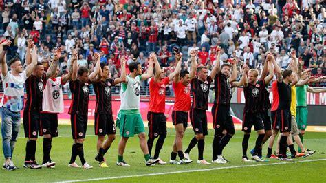 Teams borussia dortmund eintracht frankfurt played so far 39 matches. Eintracht Frankfurt mit Sieg gegen Borussia Dortmund ...