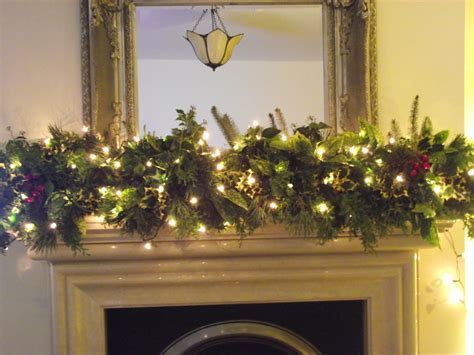 Christmas Fireplace Garland Ideas   InspirationSeek.com
