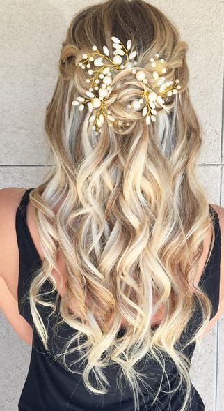 Grad Updo Hairstyles by Best 25 Prom Hairstyles Ideas On Prom