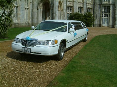 Lincoln Hire Car by Lincoln Town Car Limo Hire