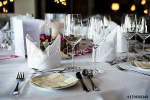 Festlich Gedeckter Tisch : festlich gedeckter tisch kaufen sie dieses foto und finden sie hnliche bilder auf adobe stock ~ Eleganceandgraceweddings.com Haus und Dekorationen