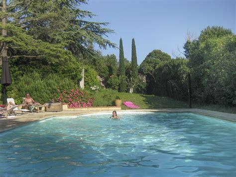 piscine parc domaine du moment