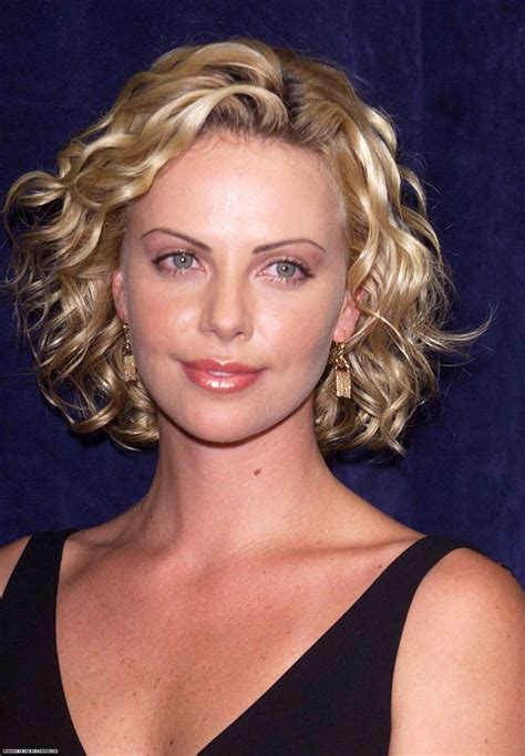 charlize theron hair en  short permed hair short