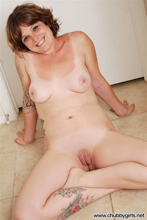 Redhead Alt Girl Jen Strips Naked And Spreads Her Pussy