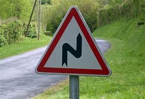 Panneau De Signalisation Personnalisé : photographie d 39 un panneau de signalisation virage droite ~ Dailycaller-alerts.com Idées de Décoration