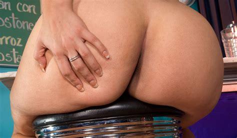 Yazmina Melendez On A Stool Porn Pic Eporner