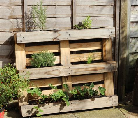 floral  feather easy diy pallet herb planter