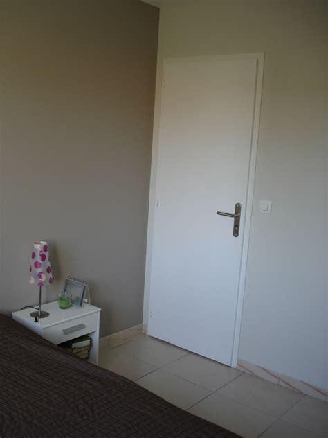 chambre taupe et besoin aide pour decorer une chambre taupe et svp
