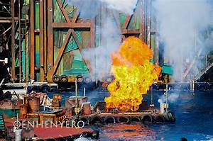 braggies: Universal Studios Singapore : Waterworld