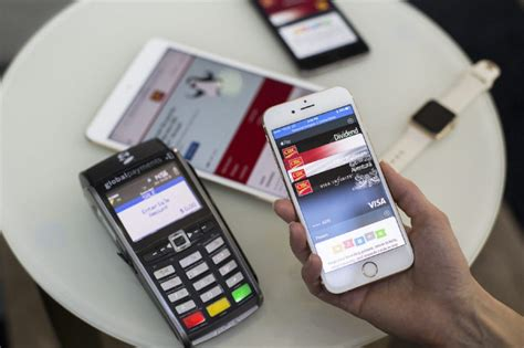 apple pay aims  change  canadians pay toronto star