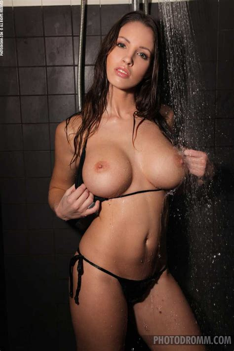 Luciana Shower Show Girlz We Like