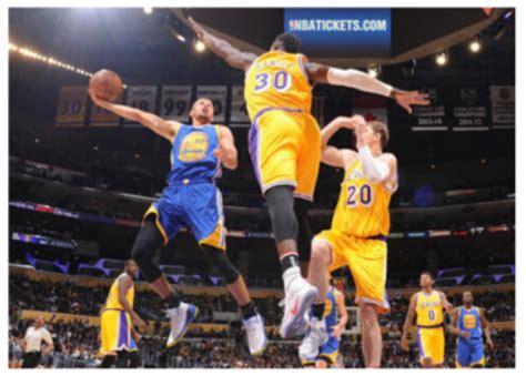 腾讯视频直播NBA插曲-腾讯NBA直播,最近每场比赛中场休息插播的视频里那首歌...