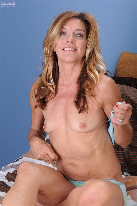 Lovely Milf Monquie Strip And Flick Her Punani Milf Fox