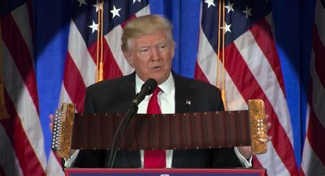 schoen klingt die trump pressekonferenz wenn er sich